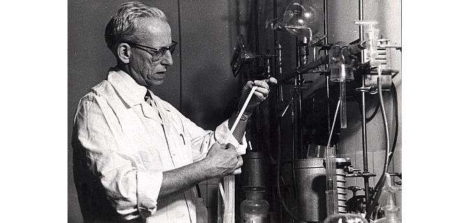 izumitelj kontaktnih leća