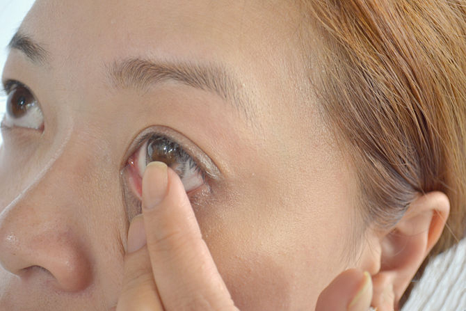 skidanje kontaktnih leća